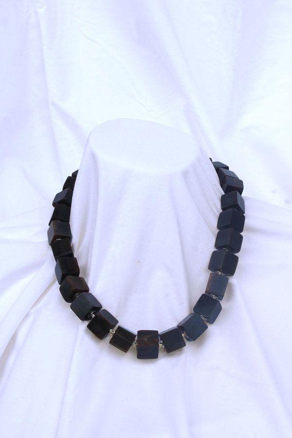 Beaded horn necklace Collar de cubos de asta por ElTallerAnaGaspar