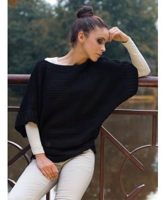 Piękny sweterek nietoperz model KILIAN. Wykończony warkoczami. Wspaniale nosi się i układa. Luźny fason, założysz go również w trakcie ciąży. Jak znalazł w szafie na chłodne dni i wieczory.