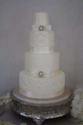 Simple yet intricate.: Alencon Lace, Cakes Ideas, Sugar Suits, Blog Alencon, Pearl Wedding Cakes, Suits Blog, Pearls Wedding Cakes, Wedding Cakes Pearls, Cakes Stands