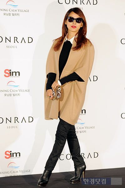 Lee Hyori's outfit at Uhm Tae Woong's Wedding