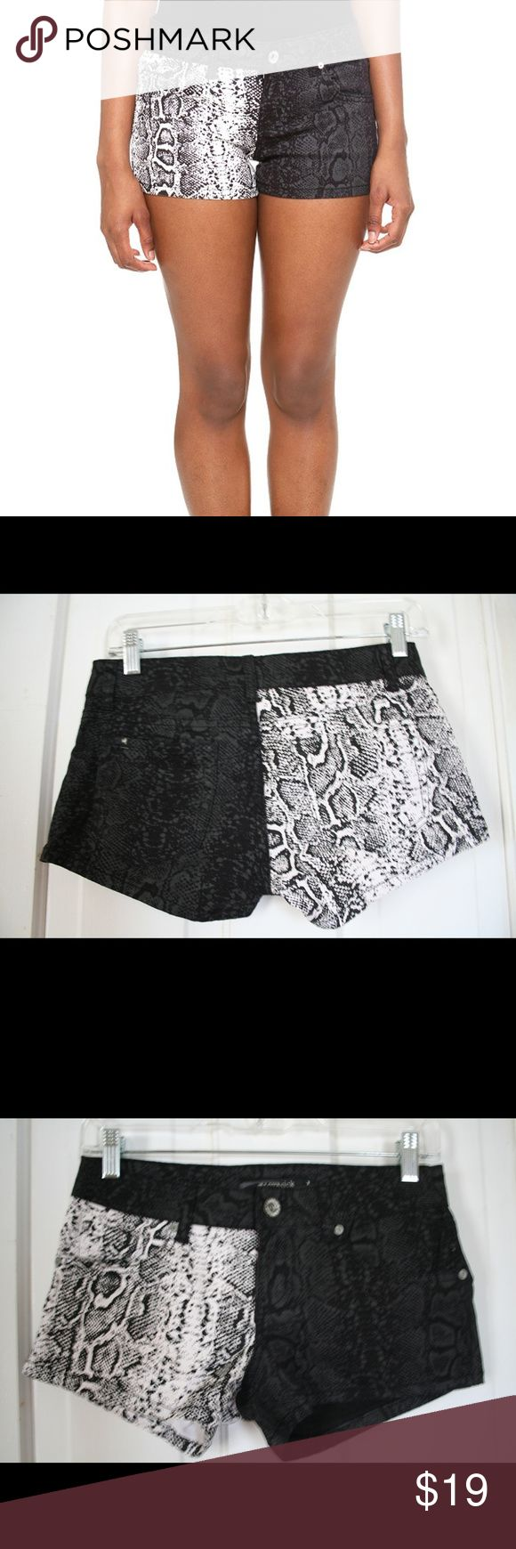 LOVEsick two-tone snake printed short shorts Gently pre-loved animal print contrast shorts, essentially like new. Edgy, sexy, cool. Sold at Hot Topic  #gothic #punk #alternative fashion Lovesick Shorts Jean Shorts