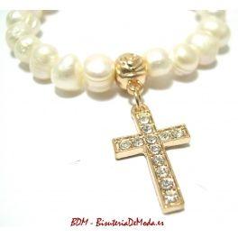#Pulsera de perlas con colgante de cruz dorada - Nuevo articulo en #bisuteria BDM, #complementos de #moda para tus #comprasonline