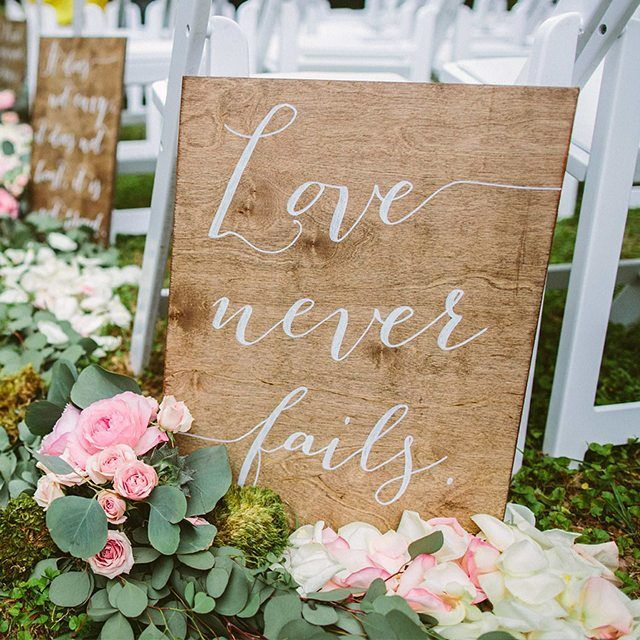 Love never fails and this sign is the perfect reminder to calm your jitters as you walk down the aisle. Xoxo @weddingchicks PC: @julietelizabethphotography @paperandpineco #sign #wedding #love #quote #calligraphy #somelikeithaute