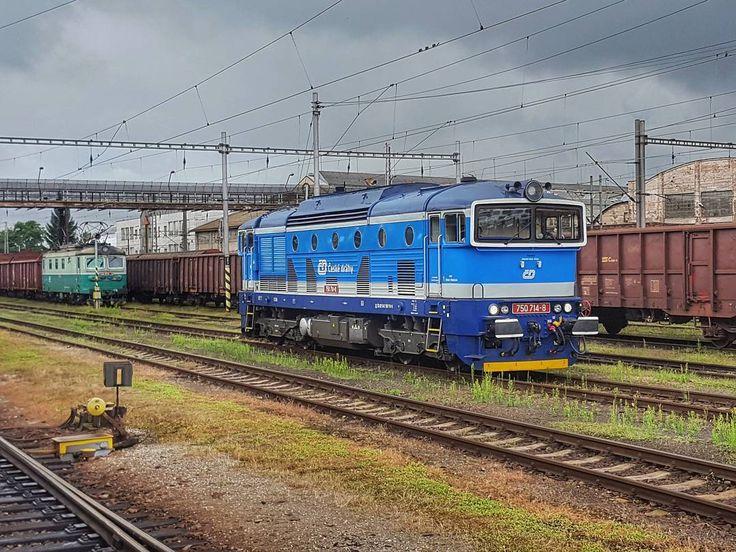 Loco at the Main Railway Station in Hradec Králové  #hradeckralove #czech #travel #main #railway #station #railwaystation #loco #locomotive #train #clouds #galaxys6