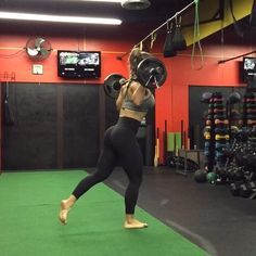 Happy Friday everyone! Give this Curtsy lunge/squat /forward lunge to squat a try on your next leg day. Kept it light since went heavy on legs Wednesday Here I'm using a 25lb curl bar and (2) 10lb plates on each side for a total of 65lbs. Completed 10 reps per side followed by 1 minute bench hop overs with 45 seconds rest between sets. Have a great weekend and stay active❤️ #Bfitlikevaneworkouts #miami #training