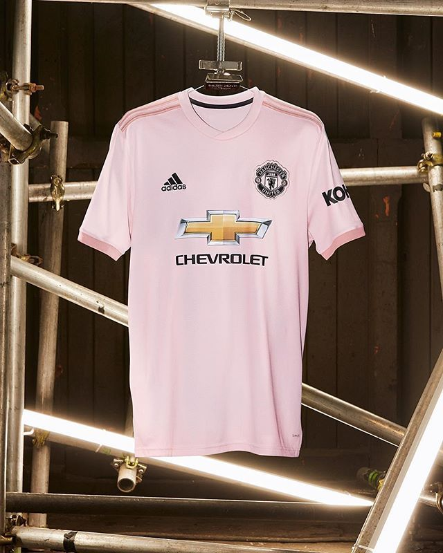 best service f746f 21813 Pink is in. Introducing the new @manchesterunited 2018/19 ...
