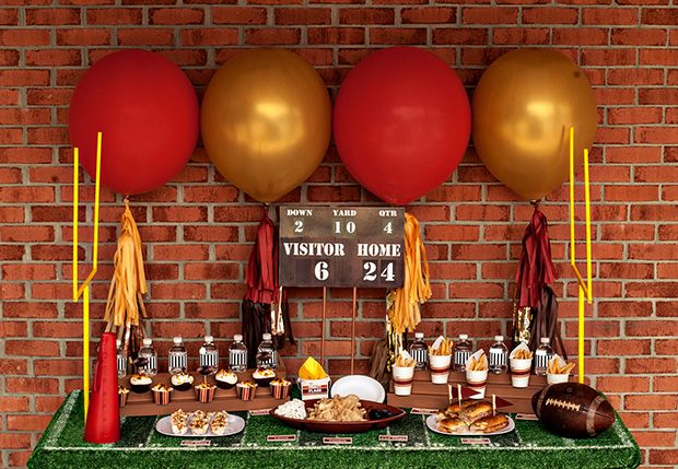 Super Bowl Table Set Up - Use real or synthetic turf as your table cloth. More ideas on Super Bowl party deco here - http://www.rewards4mom.com/10-adorable-super-bowl-party-decoration-ideas/