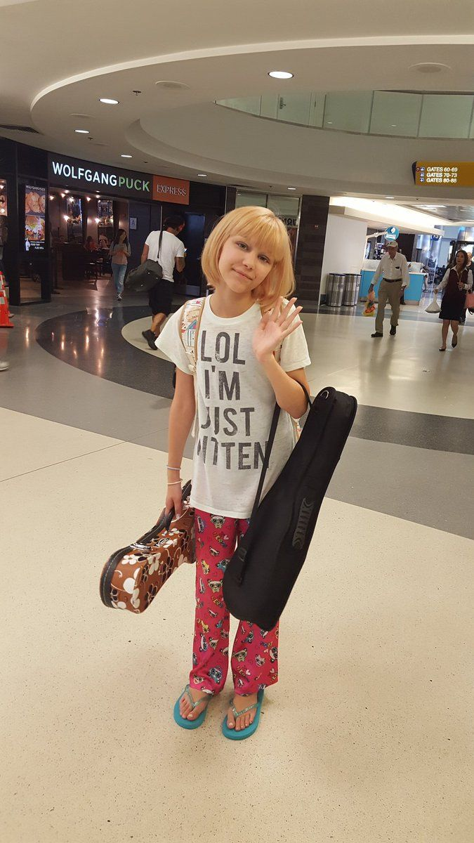https://twitter.com/GraceVanderWaal/media just an ordinary gal...love this...pjs and tee shirt..