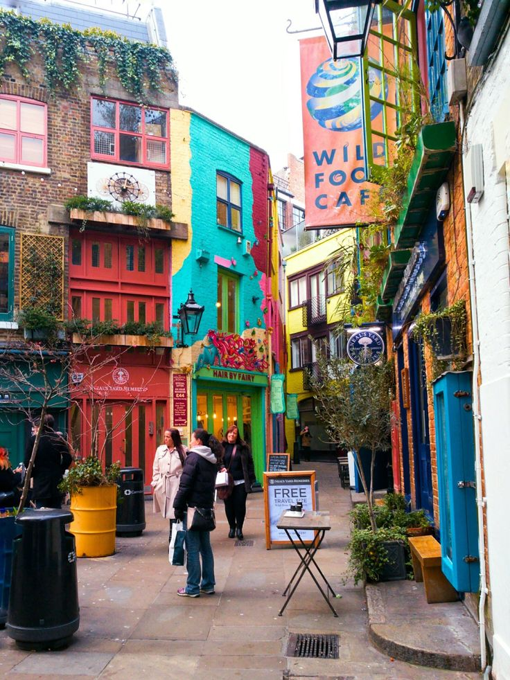 Deep in the heart of Zone 1, not far from Covent Garden, you'll find the little courtyard of Neal's Yard. A secret garden away from the crowds of London...