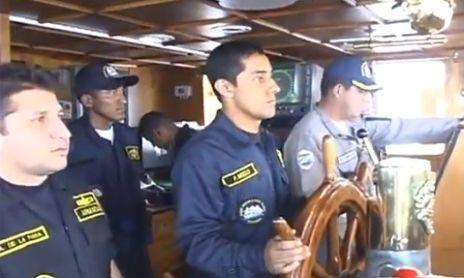 El timonel y los oficiales de mando del ARC Gloria