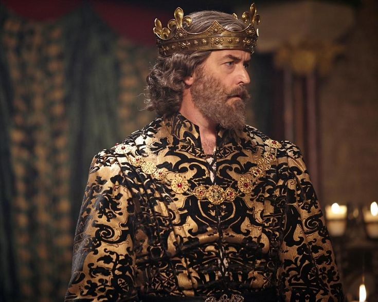 TIMOTHY OMUNDSON as King Richard in Galavant. Give this man awards now! He is delicious in this role.