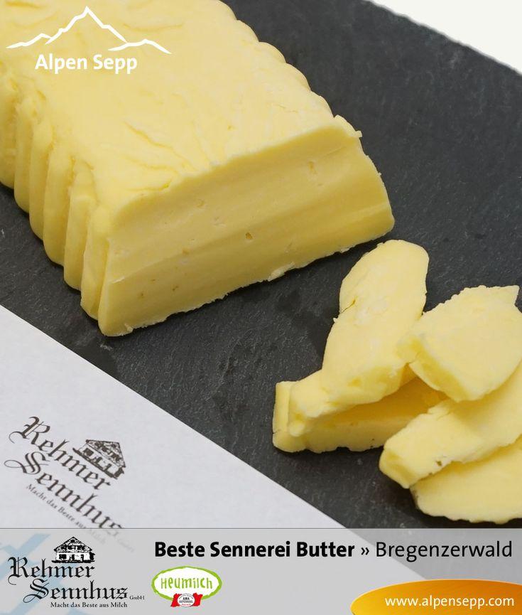Unsere Premium Sennereibutter wird aus frischem Süßrahm produziert. Diese im Butterfass hergestellte Süssrahmbutter unserer Alpensennerei schmeckt besonders intensiv und aromatisch.