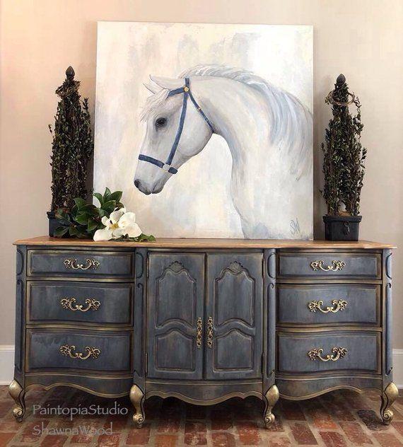 Esta pieza maravillosamente hecha a mano se le da nueva vida con varios tonos de…