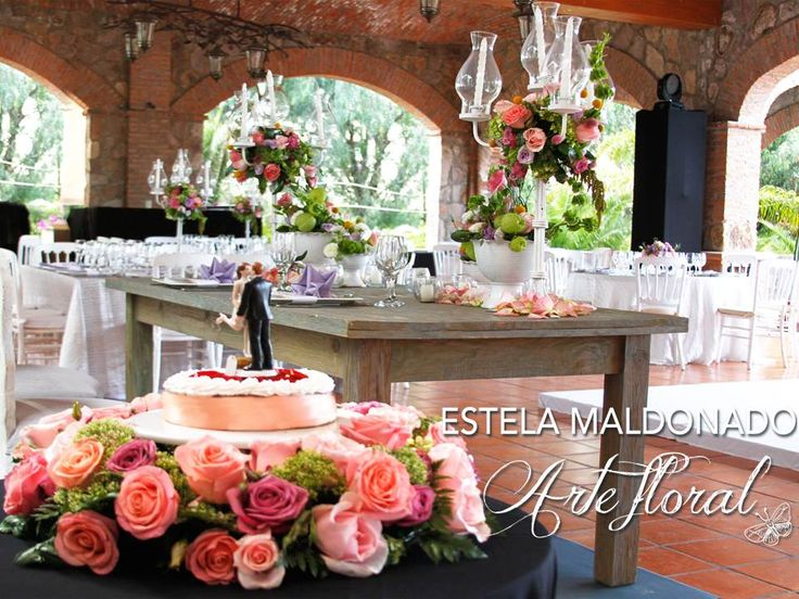 Pastel de bodas #vintage #bodas #bodasmexico #sanmigueldeallende #guanajuato #wedding #centerpiece #floral #weddingcake