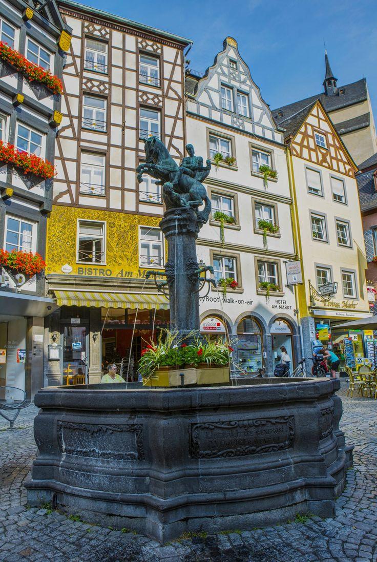 Brunnen Marktplatz Cochem - null