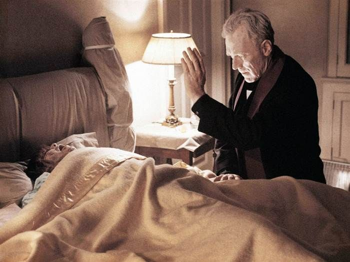 Max Von Sydow was only 44 when they filmed #TheExorcist (1973) so make-up & prosthetics were used to give him a more elderly appearance.