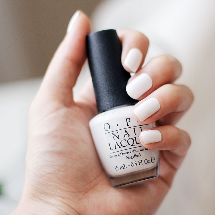 Summery white nail polish - O.P.I Alpine Snow | Fake Leather blog