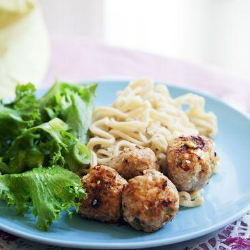 Recept på Kycklingbollar med thaismak och nudlar - MatHem