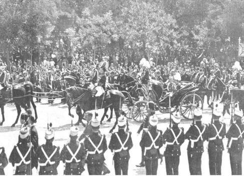 Comitiva Real con motivo de la visita de los reyes de Italia a España en 1924