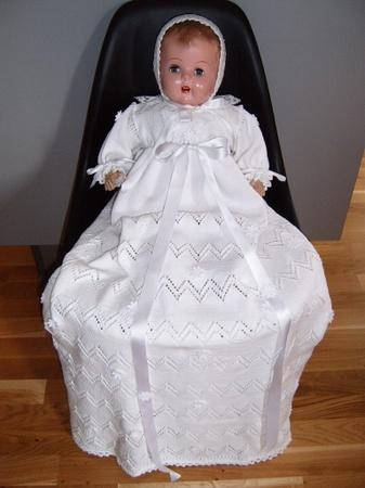 Håndstrikket hvit dåpskjole m. lue. Christening outfit, handmade, knitted, cotton. Made by Lill Venke Hustvedt
