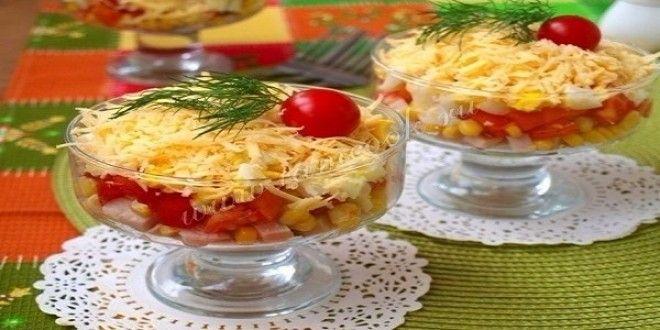Такой салат лучше готовить порционно для каждого гостя. Салат яркий и замечательно подойдёт на любой...