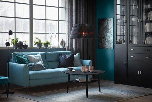 Inredning med grön-blå soffa Cool och svarta soffbordet Louise.