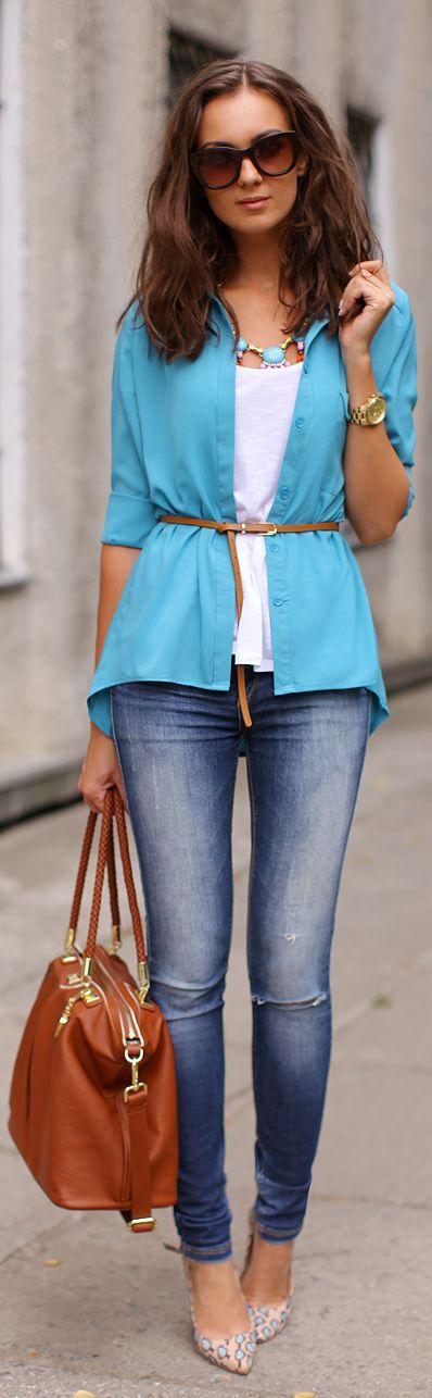 Camisa azul e jeans