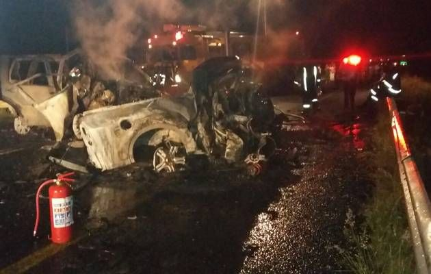 25-YEAR-OLD WOMAN AND 4-YEAR-OLD CHILD BURN TO DEATH IN CAR CRASH