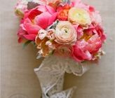 DIY Wedding Bouquet list- lots of bouquets to choose from, each with a list of every flower involved...