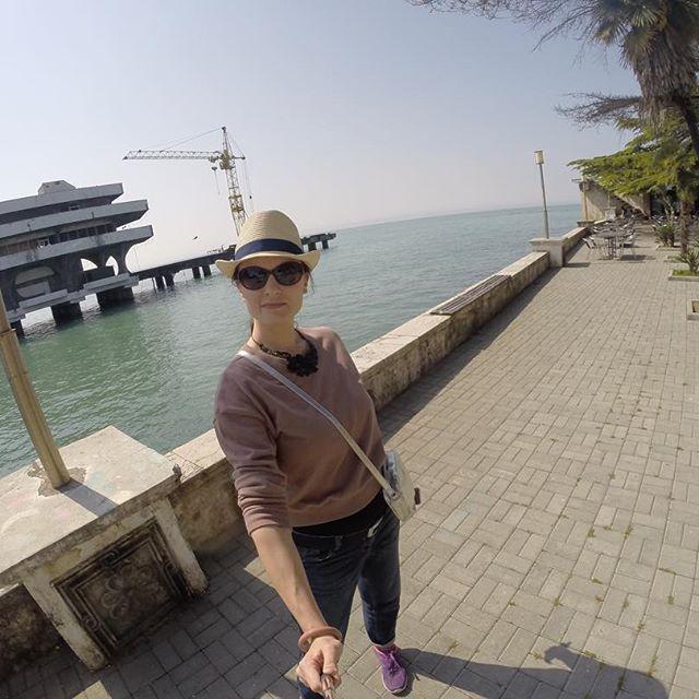 Я почему-то думала, что в Абхазии всё как на российском побережье Чёрного моря. А тут совсем не так!   #abkhazia #абхазия #sukhum #сухум