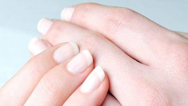 Få skønhedsekspertens guide til at få smukke og velplejede negle. Hun giver dig her en række enkle insider-tips.