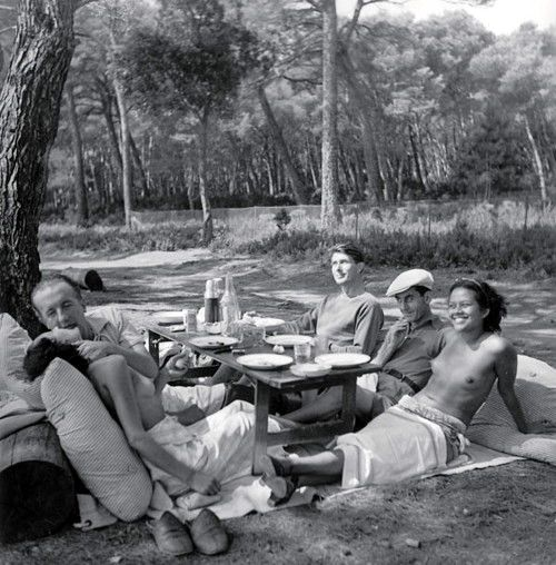 Photographer Lee Miller, poet Paul Eluard, artist Roland Penrose, artist Man Ray and model Ady Fidelin, Cannes, France, 1937 © Lee Miller Archives.