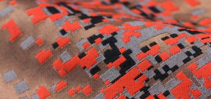 Coup de projecteur sur travaille de la jeune tisserande britannique Anna Piper. On adore le mélange de tricot, de tissage dans une esthétique contemporaine sobre et élégante.
