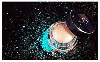 SCHADUWSPEL Breng subtiele glitter op je ogen dankzij deze oogschaduw met unieke kussenachtige crèmetextuur voor een langdurige kleur en gewichtloze finish.