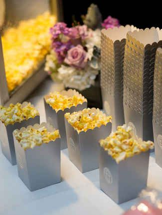Sweet or salty, your guests will flip over these late-night munchies.Check out our list of 15 must-have midnight wedding snacks.