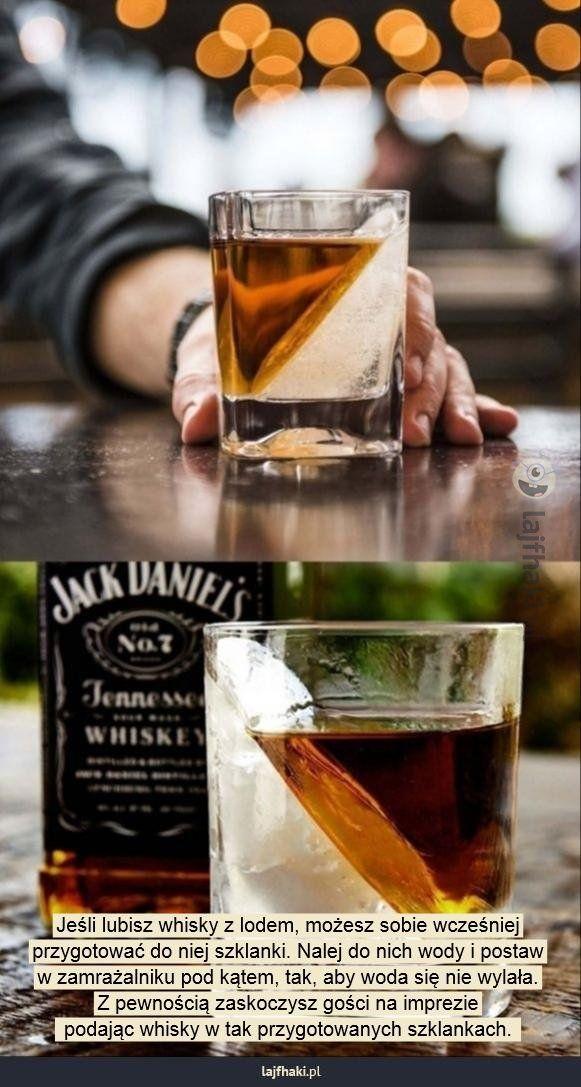 Sposób na podanie whisky z lodem - Jeśli lubisz whisky z lodem, możesz sobie wcześniej przygotować do niej szklanki. Nalej do nich wody i postaw w zamrażalniku pod kątem, tak, aby woda się nie wylała. Z pewnością zaskoczysz gości na imprezie  podając whisky w tak przygotowanych szklankach.