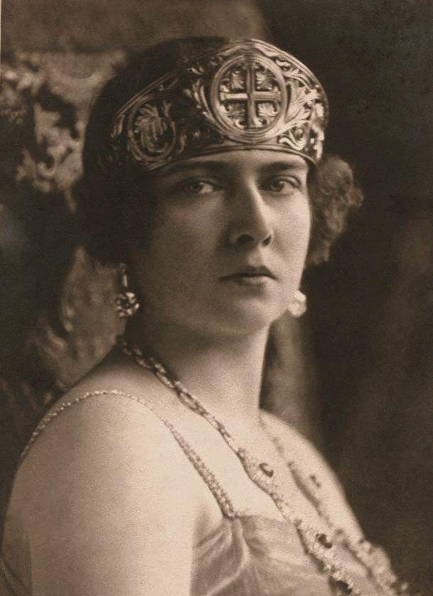 Queen Maria wearing the Golden Cross Tiara, Yugoslavia (1910; gold). Originally belonging to Queen Marie of Romania, she gave it to her daughter Princess Maria when she married King Alexander I of Yugoslavia.