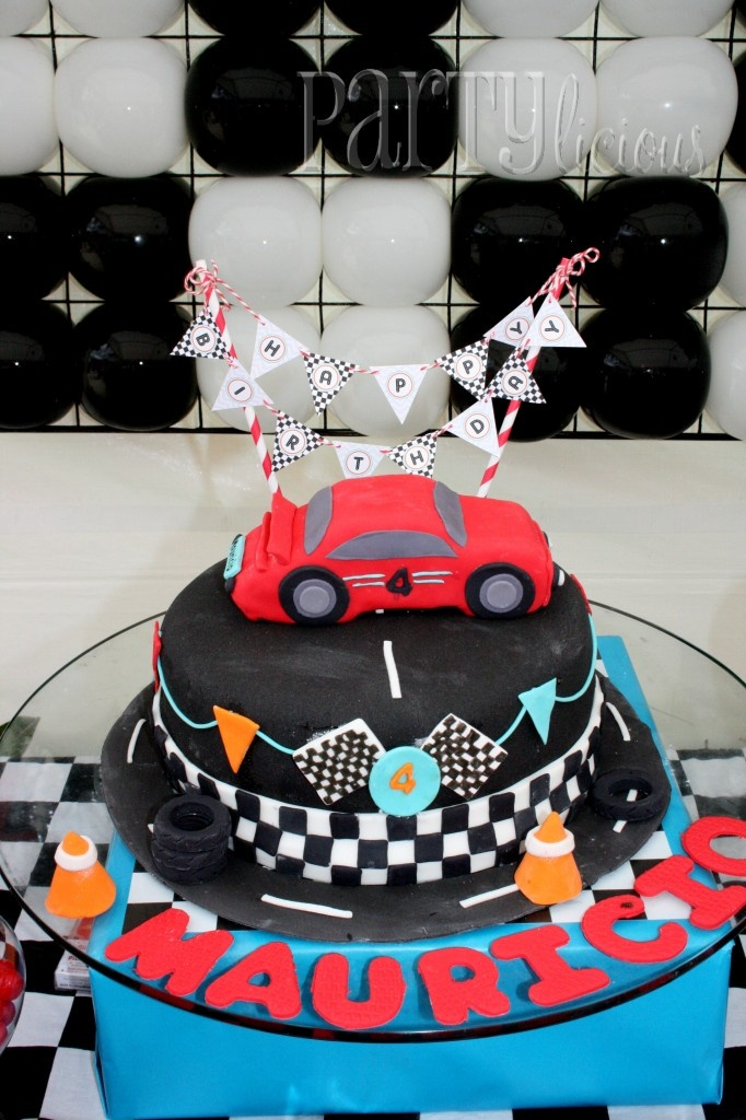 I am so doing this for my sons car racing party!