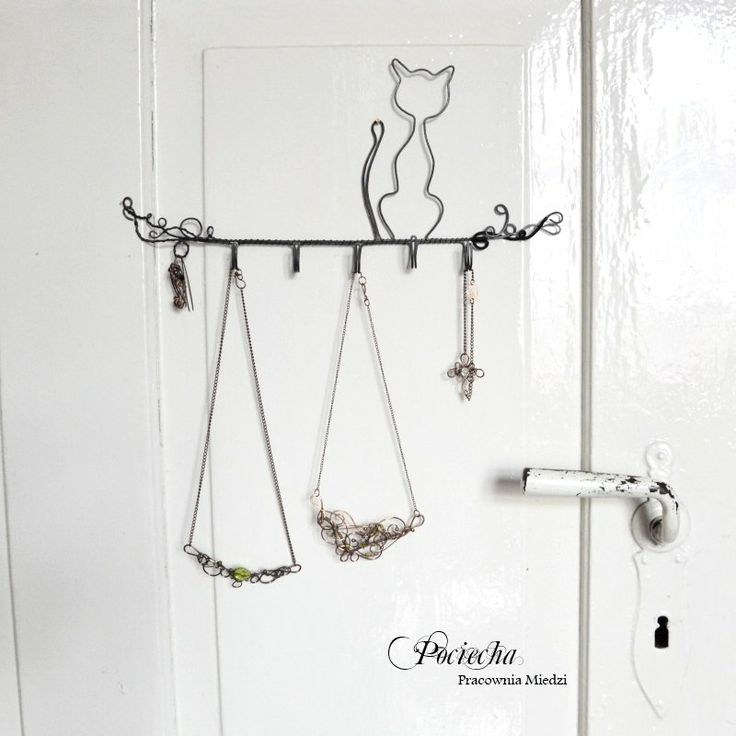 Kot Filip - wieszak na biżuterię z metalu (proj. Pracownia miedzi - Pociecha), do kupienia w #DecoBazaar.com #jewelry #hanger #cat #home #decor