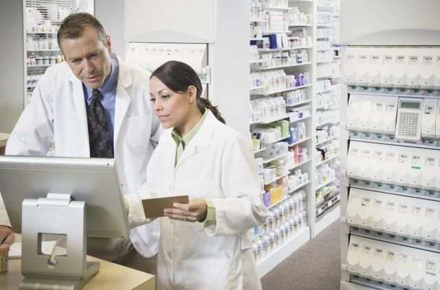 Do you want to become a pharmacist? First see if this is a good career choice for you. Then learn about the educational and licensing requirements.