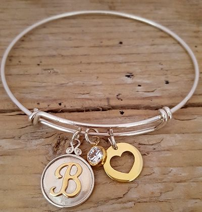 Verstelbare bangle. 925 zilver met initiaal bedel | Adjustable sterling silver bangle with initial charm
