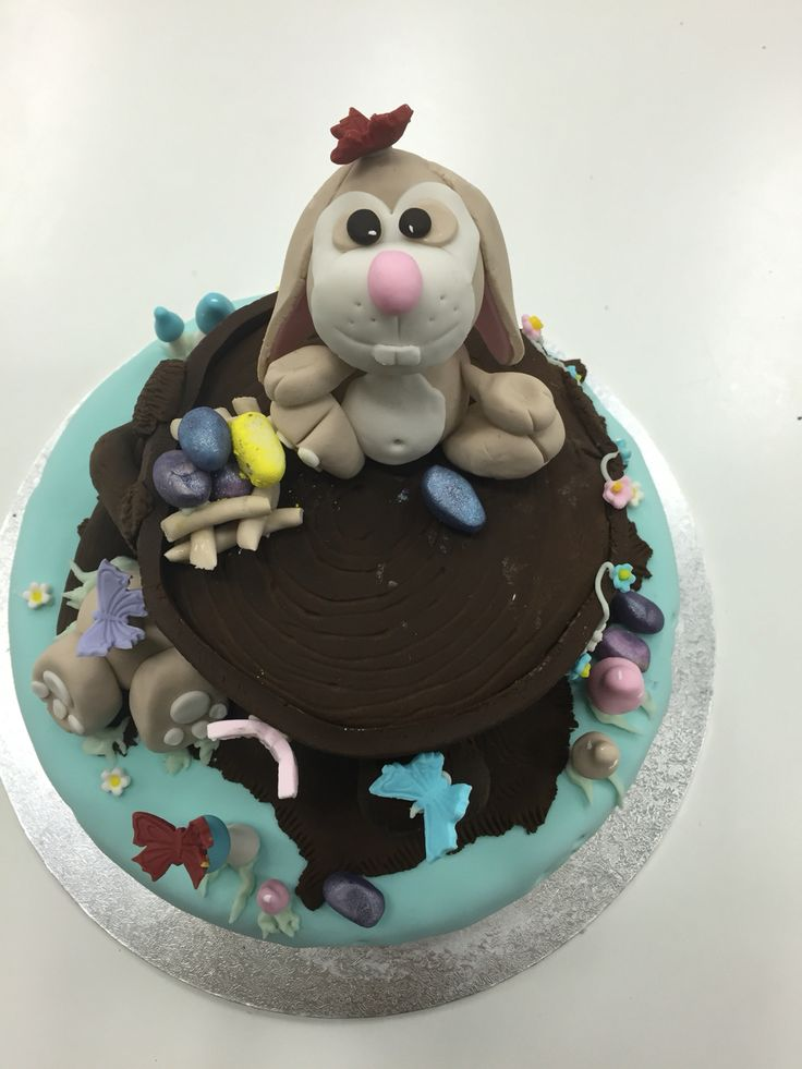 Tree stump with the Easter bunny