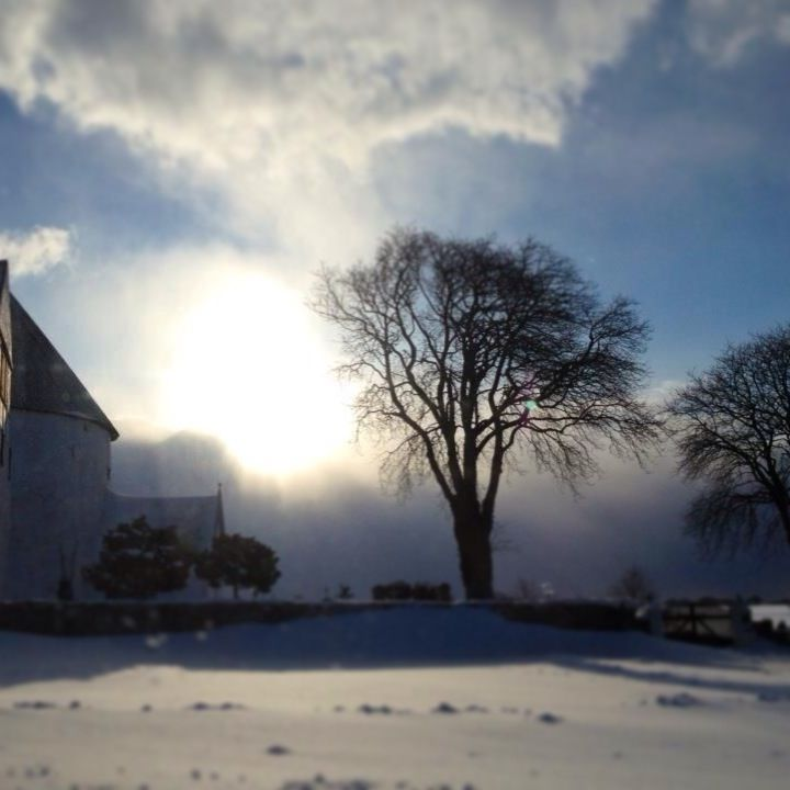 Vinter ved Nylars kirke.