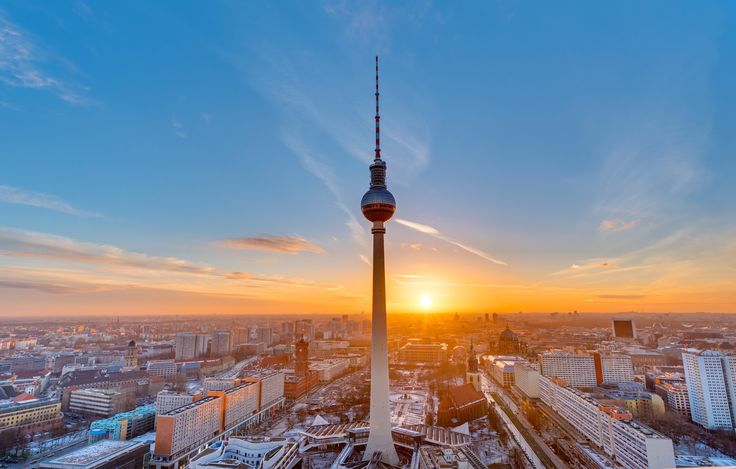 Plan your trip to Berlin and visit The TV Tower and Neptunenbrunnen, you won't regret it! Yellow Tour - Stop no.9: Neptunbrunnen & TV Tower