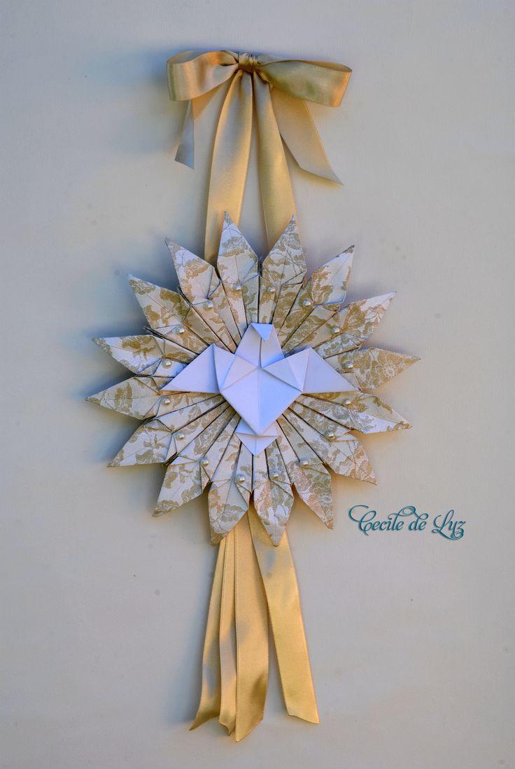 Divino Espírito Santo em origami - 22 cm de diâmetro por 45 comprimento