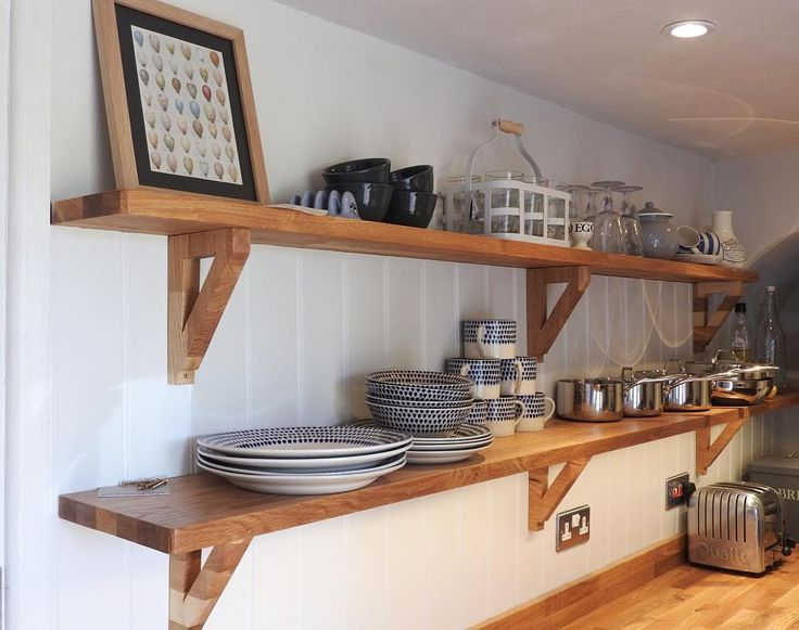 Kitchen shelfie #holidaycottage #cowparsleycottage #farrowandball #oakshelves