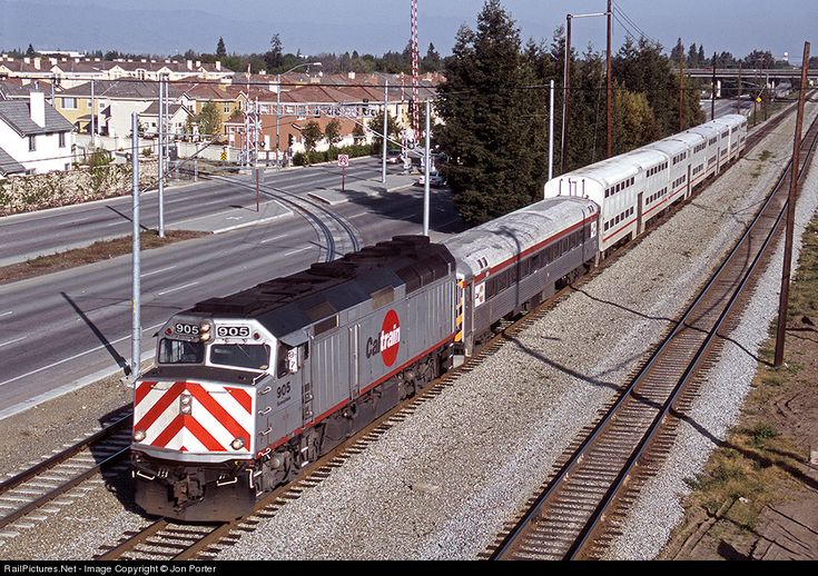 RailPictures.Net Photo: 905 CalTrain EMD F40PH at Mountain View, California by Jon Porter