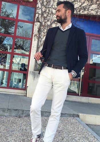 【春】紺ジャケット×白パンツ・スニーカーの着こなし(メンズ) | Italy Web