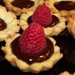 """Mini-Strawberry Tarts 