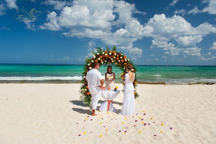 Свадьба на пляже, свадебная церемония на пляже, свадьба в Мексике.